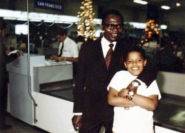 Barak Obama Sr. with his son, Barack Obama in 1971